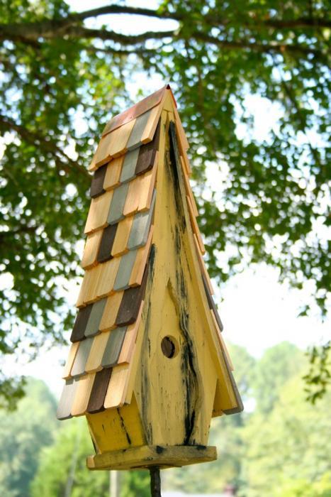 Heartwood High Cotton Bird House, Limey Yellow