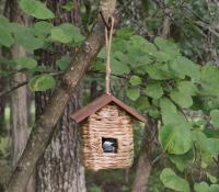 Songbird Essentials Hanging Grass Roosting Pocket with Roof
